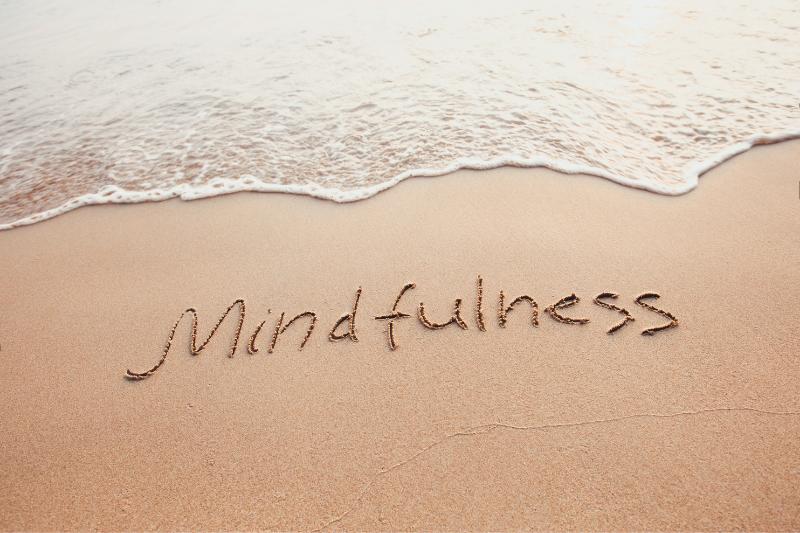 beneficios del mindfulness en profesionales del hotel